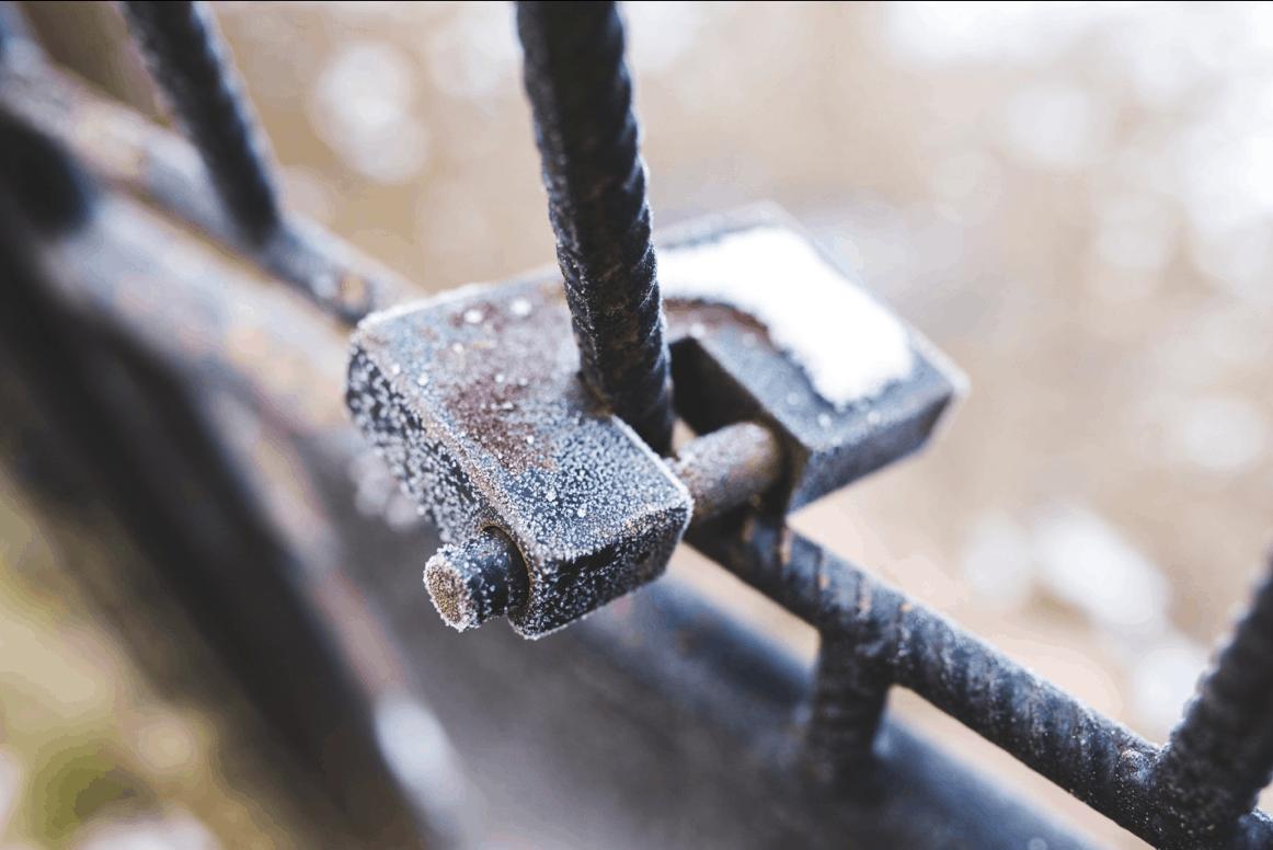 Zámek na ocelových tyčích