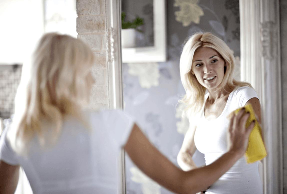 Čištění zrcadel: Co byste měli začít používat